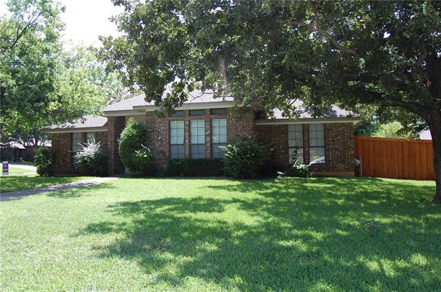Single Story property for sale at 1401 Wycliff Street, Grapevine Texas 76051