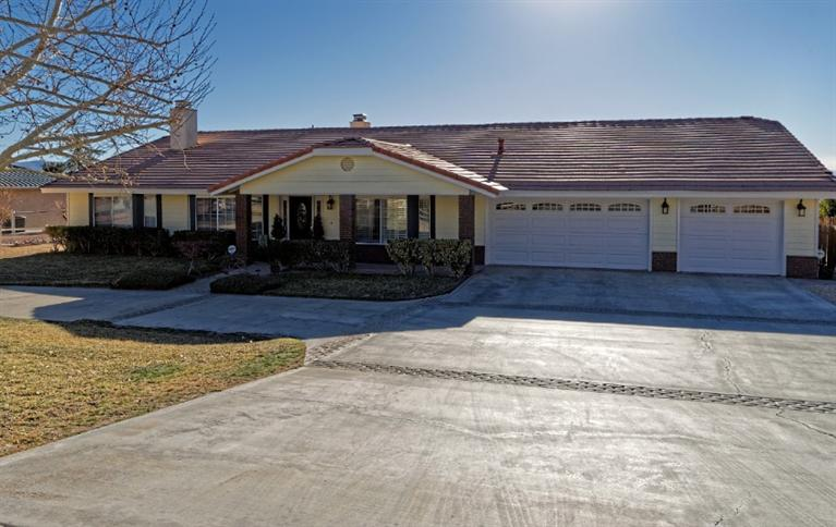 Pool property for sale at 17010  Tokata Road, Apple Valley California 92307