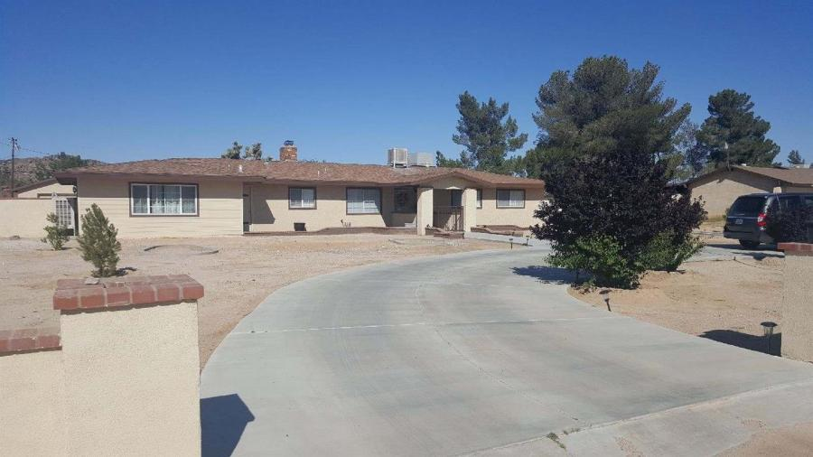 Golf Course property for sale at 14399  RICAREE Road, Apple Valley California 92307